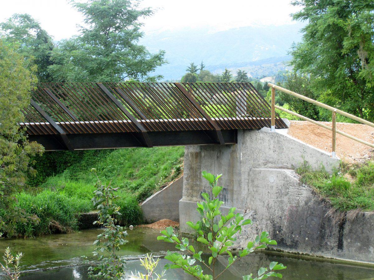 Ponte ciclopedonale sul torrente Carron